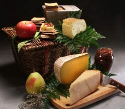 Farmhouse Cheese Basket With 3 Cheeses